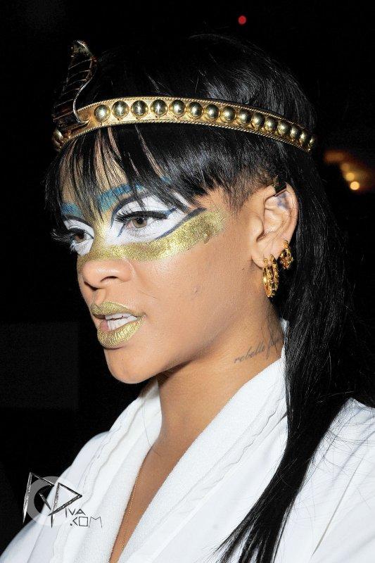 Rihanna quitte son hôtel à New York