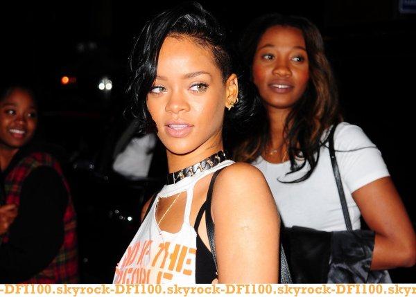 Rihanna quitte son hôtel de New York
