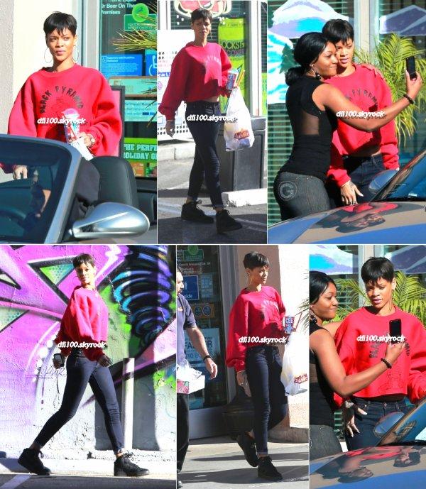 Rihanna s'arrêrant dans un magasin de Los Angeles avec Chris Brown