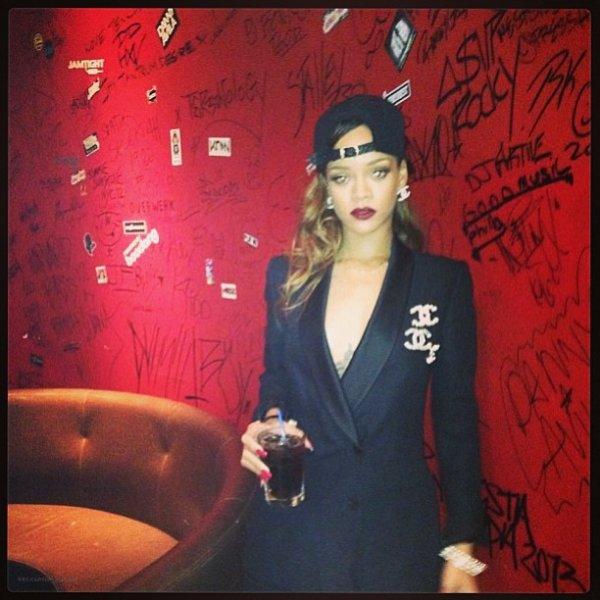 "Le 30 Mars 2013:               Rihanna au club ""Ten X"" à Calgary, Canada"