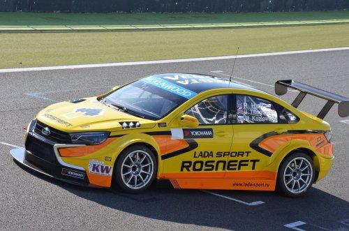 LADA Sport Rosneft a officiellement présenté sa nouvelle LADA VESTA WTCC !!!