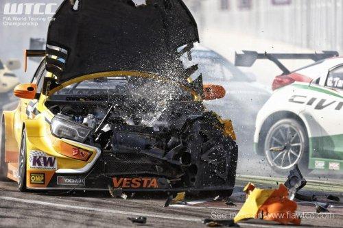 WTCC au Maroc (3) : sept points sauvés et deux LADA VESTA WTCC détruites...