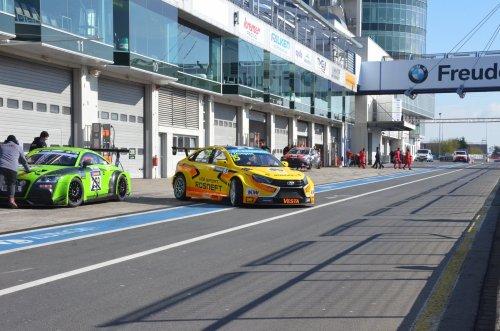 """La LADA VESTA WTCC est partie à l'assaut de la """"Nordschleife"""" du Nürburgring !!!"""