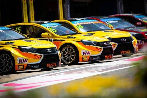 LADA Sport Rosneft au complet en Hongrie pour enfin retrouver la fiabilité !!!