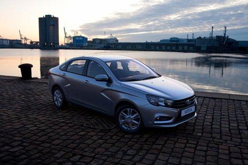 """Uber va lancer en Russie une """"classe économique"""" pour la LADA VESTA Sedan !!!"""
