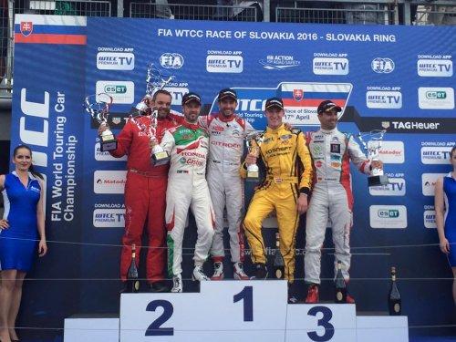 WTCC en Slovaquie (3) : un premier podium au goût de déception pour Nick !!!