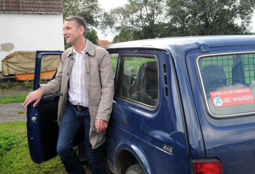 Le leader nationaliste allemand Björn Höcke préfère rouler en... LADA 4x4 !!!