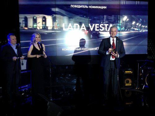 La LADA VESTA élue meilleure compacte de l'année par les journalistes russes !!!