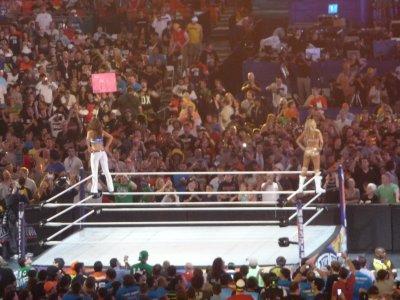 4ème Match : Kelly Kelly et Maria Menounos vs Beth Phoenix et Eve
