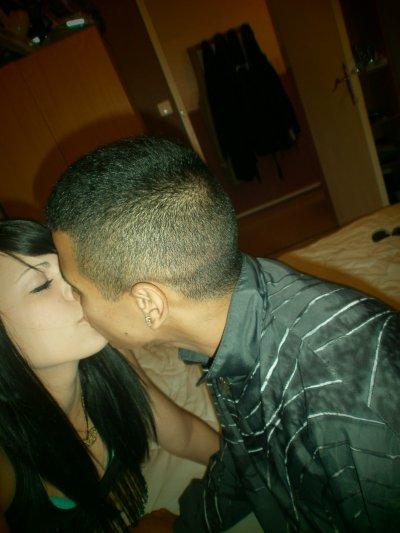 Prend ma main tu fera mon bonheur, embrasse moi tu fera battre mon c½ur ( ♥ )