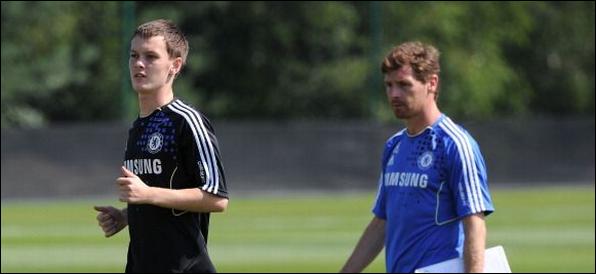 McEachran :  «Passer ma carrière à Chelsea»