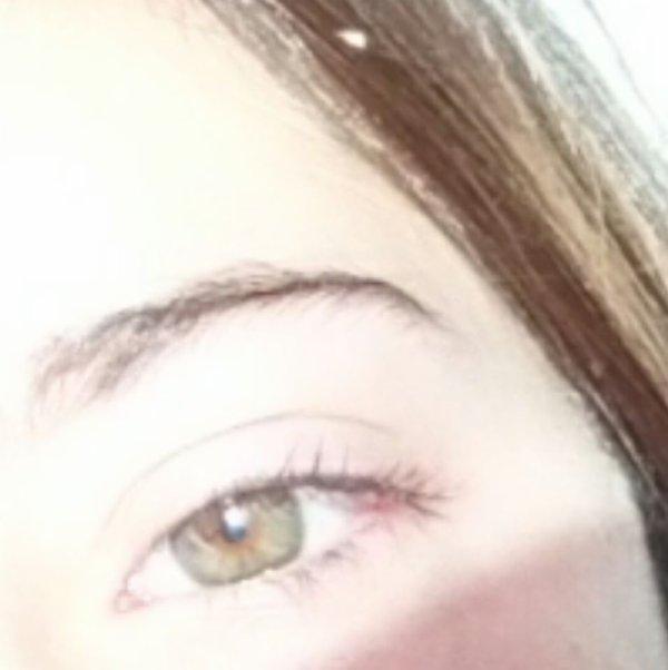 mon oeil yeux vert clair =)