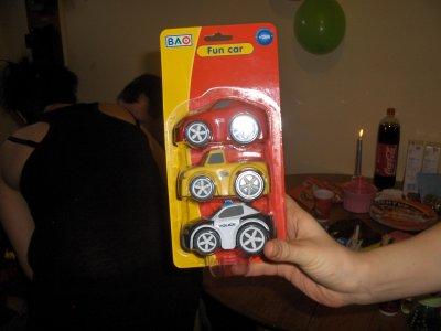 3 petite voiture avec les quels je joue beaucoup
