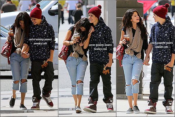 . 08/04/12Justin Bieber été en compagnie de sa girlfriend Selena Gomez hier au volant de sa Fisker Karma à peine repeinte (couleurs argent aluminium comme vous pouvez le voir sur les photos). Ils se sont rendu au restaurant Chick Fil A à Los Angeles. 14 photos vous attendent sur BieberPhotos:+Justin et Selena Gomez ont étaient vu ensemble à Panera Bread à Los Angeles hier, le 5 avril: