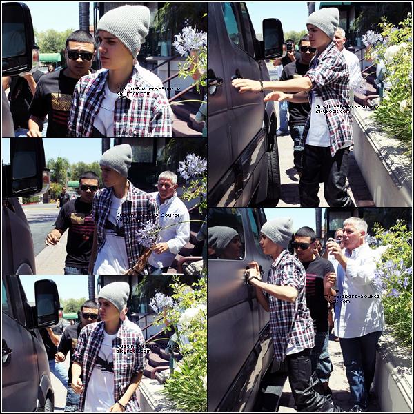 . 07/07/12 Justin à Encimo, Los Angeles. J'aime beaucoup :D sa tenue