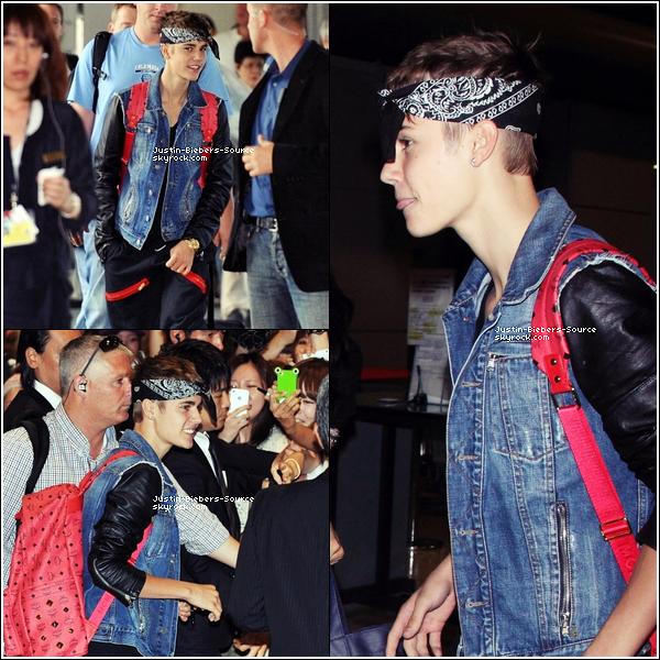 . 09/07/12Hier soir, Justin et Selena Gomez ont étaient aperçu à LAX de Los Angeles afin de prendre un avion direction le Japon où ils ont étaient vu quelques heures plus tard (Selena n'apparait pas sur les candids de l'arrivé à l'aéroport). Retrouvez 18 photos de l'arrivé de Justin ainsi qu'une photo qu'un fan à pris dans Tokio alors que le couple se promenait tranquillement. Personnellement, je suis amoureuse de son look! lol qu'en pensez-vous?. Ca fait tellement plaisir de le voir autant sourire