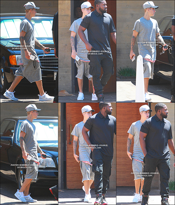 Le 23 juillet 2015, Justin à été vu dans Bverly Hills, en Californie. + Le 24, Justin était en train de traîner sur un parking à West Hollywood pour jouer au basket. + Le 25, Justin à été vu quittant le restaurant Nobu à Malibu. + Il a ensuite été vu par un fan dans le Nobu, à Malibu. + Le 23, Justin à été vu dans Beverly Hills en compagnie de Scooter. + Le 25, Justin était présent au Special Olympics à Los Angeles, en Californie. + Justin à poster deux nouvelles photos sur Instagram.