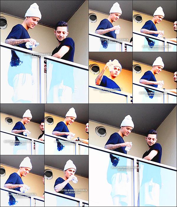 Le 26 juillet 2015, Justin à été vu par des fans dans Los Angeles, Californie. + Toujours le 26, Justin à été vu au restaurant de sushi Katsuya à Hollywood, Californie. + Le 26, Justin à été vu en compagnie de Nick Demoura sur un balcon à Hollywood, en Californie. +  Le 26, Justin à été vu par des fans dans un Starbucks à Los Angeles. + Le 25, Justin à été vu en compagnie de Lauren Scruggs, Jason Kennedy et autres amis au Nobu, à Malibu.
