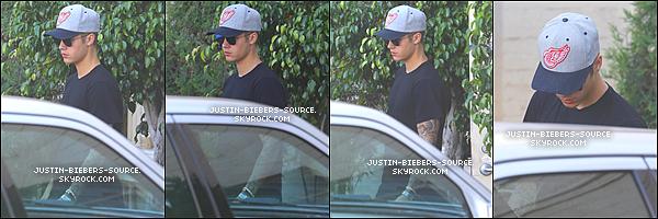 04/08/15 Justin vue le 04.08 - OPUSZCZAJAC LA SCALA W LE BEVERLY HILLS +04.08 - GRAJAC W PILKE NOZNA W HOTELU HÔTEL DE MONTAGE W LE BEVERLY HILLS