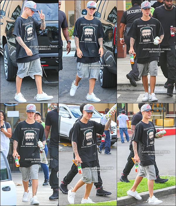 07/08/15 Août 6 : Justin à été vu au restaurant Subway dans Lynwood, en Californie.