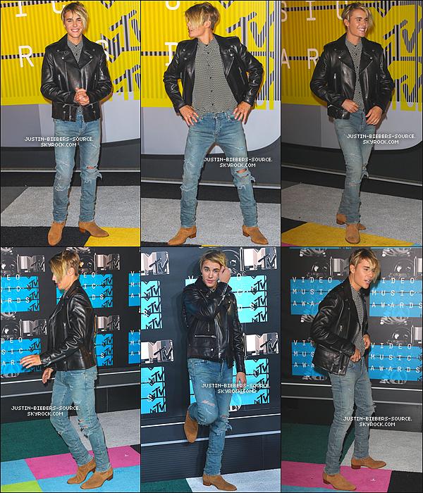 Le 30 août, Justin à été vu dans Beverly Hills. + Le 30, Justin était présent sur le tapis des MTV Video Music Awards 2015 à Los Angeles, en Californie. + Pendant les VMAs, Justin à performer What Do You Mean? ainsi que Where Are U Know. + Justin était dans les backstages des Vmas + Justin durant la cérémonie, il a poser avec Scotter Braun. + Pour terminer le 30, Justin à été vu quittant les VMAs.
