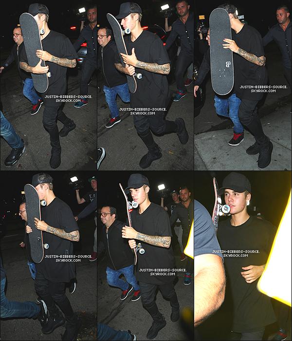 """Le 31 août, Justin à été vu par des fans dans Los Angeles, en Californie. + Toujours le 31, Justin à été vu dans un restaurant à Malibu. + Le 1er septembre, Justin à été vu par des fans au Canyon à Malibu, en Californie. + Toujours le 1, Justin à été vu par des fans dans Los Angeles. + Le 1, Justin à été repéré au Ralphs à Calabasas, en Californie. + Le 31, Justin à été vu quittant la discothèque """"Hooray Henry's"""" à West Hollywood, en Californie."""