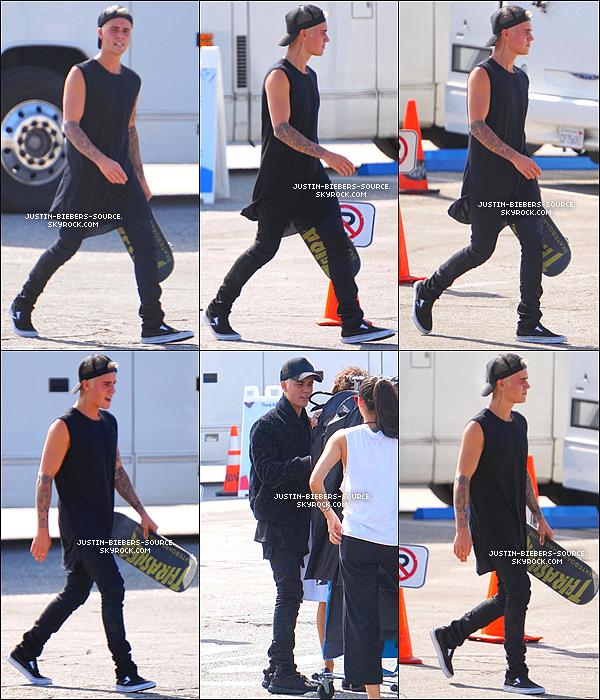 Le 11 septembre, Justin à été vu faisant du skateboard dans Santa Monica, en Californie. + Le 12 septembre, Justin était présent au match de boxe de Floyd Mayweather, au MGM Grand, à Las Vegas. + Le 10 septembre, Justin était dans les backstages du Today Show et à participer a un événement Make-A-Wish à New York.  + Le 13, Justin à été vu dans la boite de nuit XS, à Las Vegas + Le 12, Justin à été vu dans la boite de nuit XS, à Las Vegas.