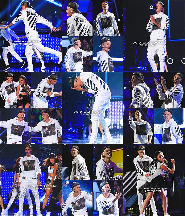 """Le 11 septembre, Justin était présent sur le tapis rouge de l'événement de charité """"Think It Up"""", au Barker Hangar, à Santa Monica, CA + Justin dans les backstage de l'événement """"Think It Up"""" + Justin à performer pendant le """"Think It Up"""". + Le 14 septembre, Justin à été vu dans Berlin, en Allemagne. + Toujours le 14, Justin était dans un parc de skate à Berlin, en Allemagne. + 14, Justin à été vu avec des amis dans Berlin, en Allemagne. + Le 14, Justin à été vu quittant un restaurant à Berlin, en Allemagne."""