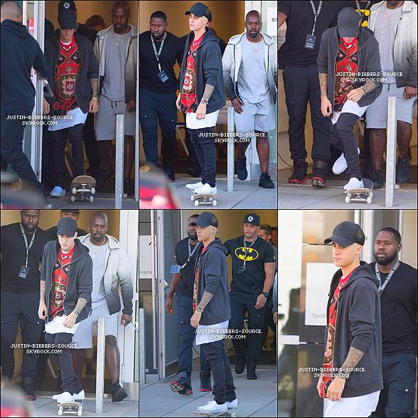 Le 15 septembre, Justin à été vu au Starbucks à Berlin, en Allemagne. + Plus tard le 15, Justin à été vu quittant le Starbucks à Berlin. + Le 15, Justin à été vu quittant le  Mercedes Benz Arena à Berlin. + Le 15, Justin à été vu faisant du skateboard dans les rues de Berlin. + Le 15, Justin était dans les studios de NRJ à Berlin, en Allemagne. + Toujours le 15, Justin pendant une interview à Berlin. + Le 15, Justin à donner une autre interview à Berlin, en Allemagne.