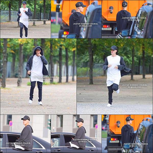 Le 15, Justin à donner une conférence à Universal Music à Berlin, en Allemagne. + Le 15, Justin à été vu dans Berlin.