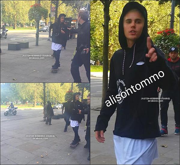 Le 17 septembre, Justin à été vu par des fans dans Londres, en Angleterre.