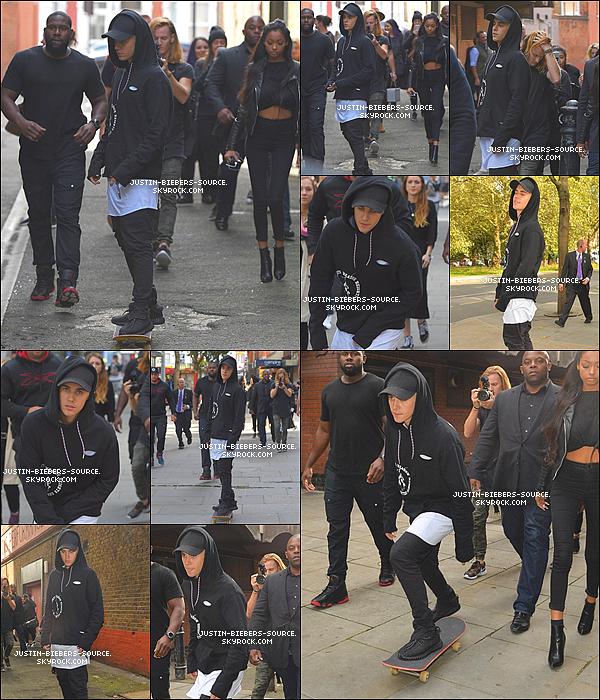 Le 17 septembre 2015, Justin à été vu faisant du skateboard dans Londres, en Angleterre.