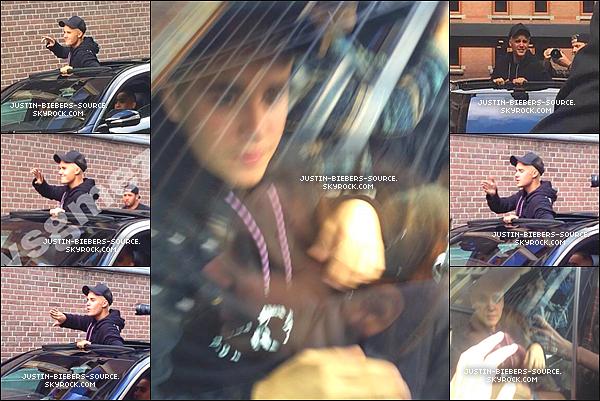 Le 18 septembre, Justin à été vu quittant son hôtel à Amsterdam, aux Pays-Bas.