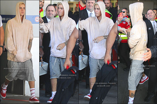 Le 27 septembre, Justin à été vu quittant l'aéroport de Melbourne, en Australie. + Toujours le 27 septembre, Justin à été vu au Nando's à Melbourne, en Australie. + Le 27, Justin à été aperçu à la plage dans Melbourne.