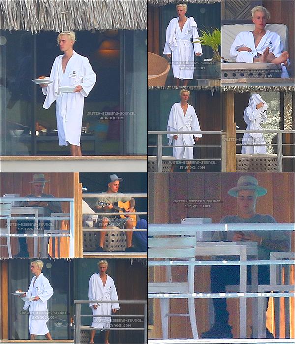 Le 7 octobre:  Justin d'avec Hailey Baldwin dans Beverly Hills, la Californie.+Le 6 octobre : Justin a découvert de dans Bora Bora.