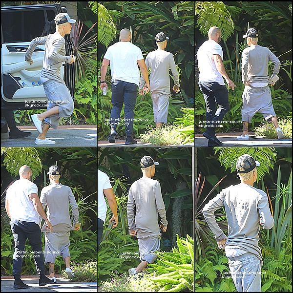Le 8 octobre : Justin vu à un studio en Beverly Hills, CA.+ Avec Johnny : Tbt +Scooterbraun : c'est le temps @justinbieber. *purpose *nov13 *5weeks. La drogue pour voir la collaboration sur la couverture avec l'artiste contemporain @ironeyeretna *retna