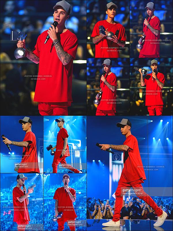 Le 25 octobre 2015 - Justin était présent sur le tapis rouge des MTV EMA 2015 se déroulant à Milan, en Italie.