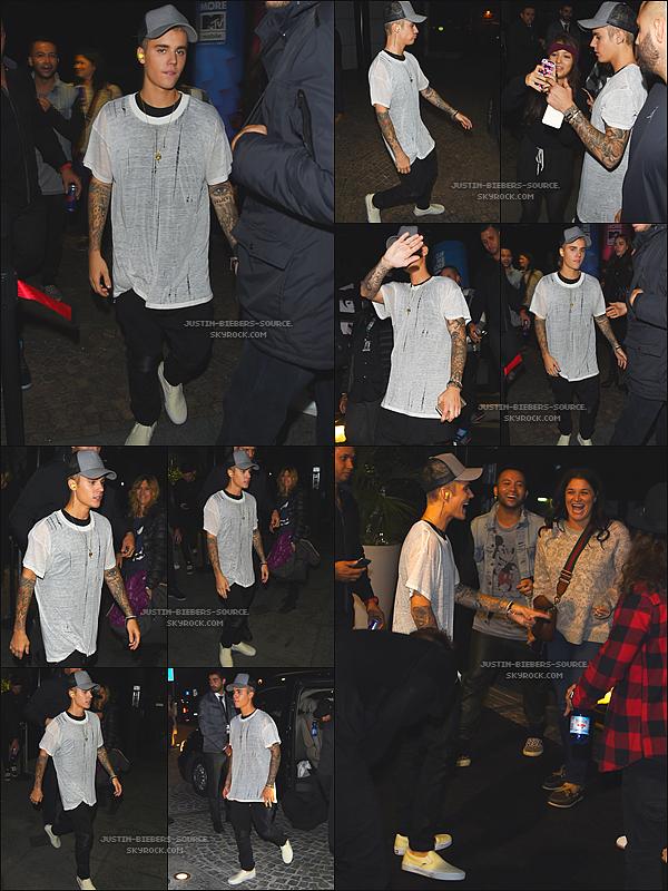 Le 25 octobre 2015 - Justin à poser dans la salle de press des MTV EMA 2015 se déroulant à Milan, en Italie.