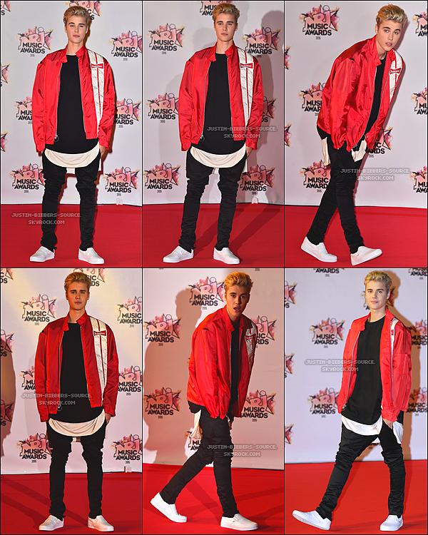 Le 7 novembre : l'exécution de Justin ' que Voulez-vous dire ? ' Aux Récompenses(Sentences) de Musique NRJ dans Cannes, la France.+Le 7 novembre 2015, Justin était présent sur le tapis rouge des NRJ Music Awards 2015 à Cannes, en France.