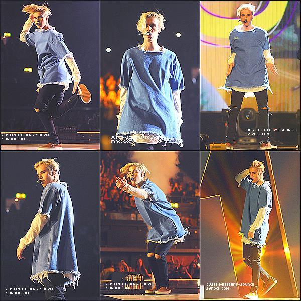 8 Novembre Justin fonctionnant à la Radio 1 Récompenses de Teenager à Londres, l'Angleterre.+Bbcradio1 : Tout droit de l'étape(la scène) après son apparition(apparence) surprise au *R1TeenAwards … Justin, qui était brillant! +Le 7 novembre : Justin a découvert dans Cannes, la France.
