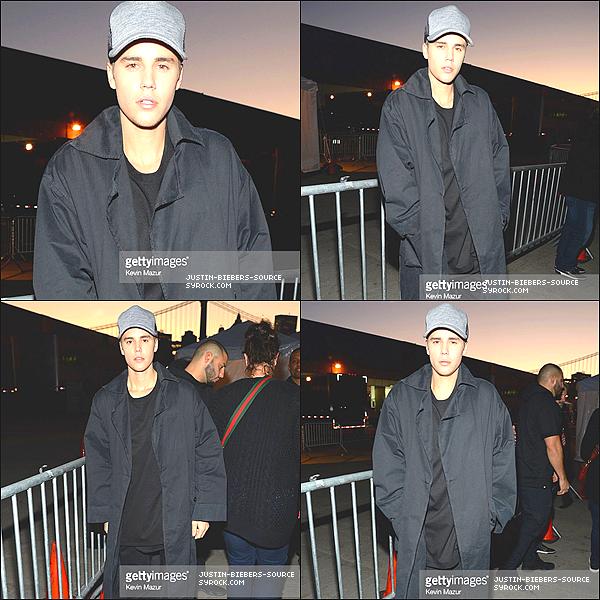Le 14 novembre :  Fan(Ventilateur) les photos prises de Justin aux Récompenses(Sentences) de HALO de Juke-box 2015 à New York.+Le 14 novembre:  Justin aux Récompenses de HALO de Juke-box 2015 à New York. +Clip Justin Bieber - But (BUT : le Mouvement)+Justin Bieber - Children (PURPOSE : The Movement) Children Clip