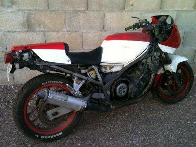 Très Urgent , à Vendre ou echanger cette moto yamaha FZ