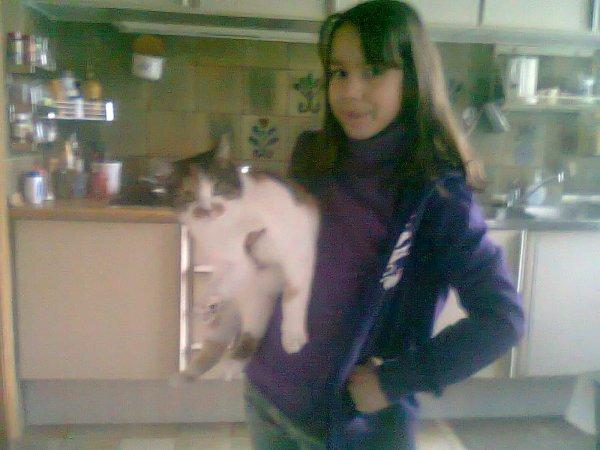Kitty (l)