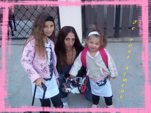 Le premier jour de la rentré avec mes 2 princesses d'amour je vous aiment mes amour de ma vie <3