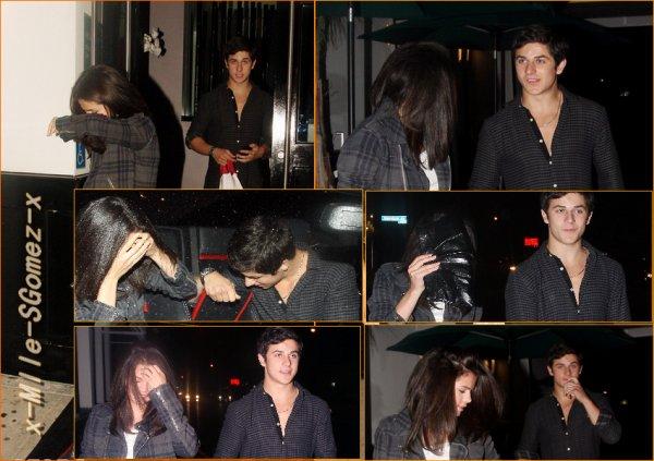 - 27 août - Selena et David Henrie sortant du restaurent Philippe Chow  Selena ne voulant pas se faire photographié par les paparazzi. D'ailleurs ces temps-ci elle se fait très rare ! Excusez moi, pour le mauvais gif !