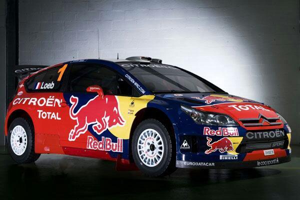Voiture de raly Citroën DS3 au couleurnez Red Bull