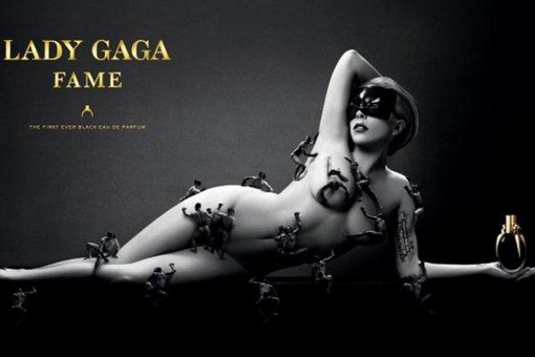 Lady Gaga nue et couverte d'hommes pour présenter son parfum, Fame.