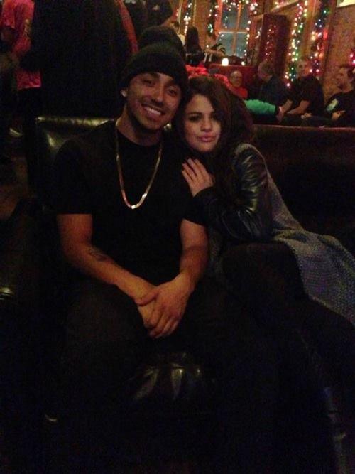 Selena et un ami il n'y a pas longtemps.:)