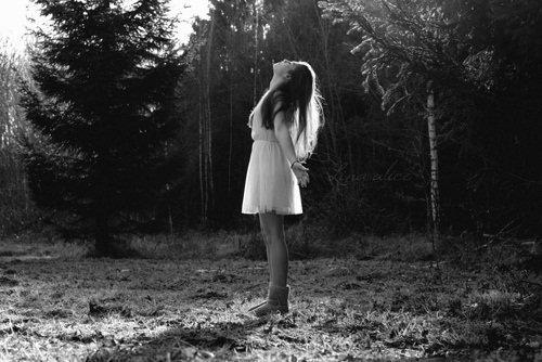 Hier tu m'aimais, aujoourd'hui tu me quittes. Alors apprends-moi à t'oublier comme tu m'as appris à t'aimer.