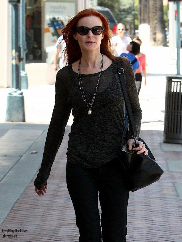 Marcia Cross a été photographié souriante, alors qu'elle se promenait dans Beverly Hills  le 14 Mai 2012
